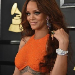 Rihanna Was Solid Gold Bling At The Grammys